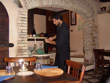 http://www.touritalynow.com/images/ristorante_and_waiter.jpg