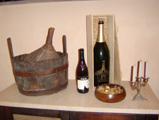 http://www.touritalynow.com/images/wine_display_on_table.jpg