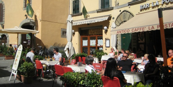 A cafe scene that typifies the magic of Italian travel.