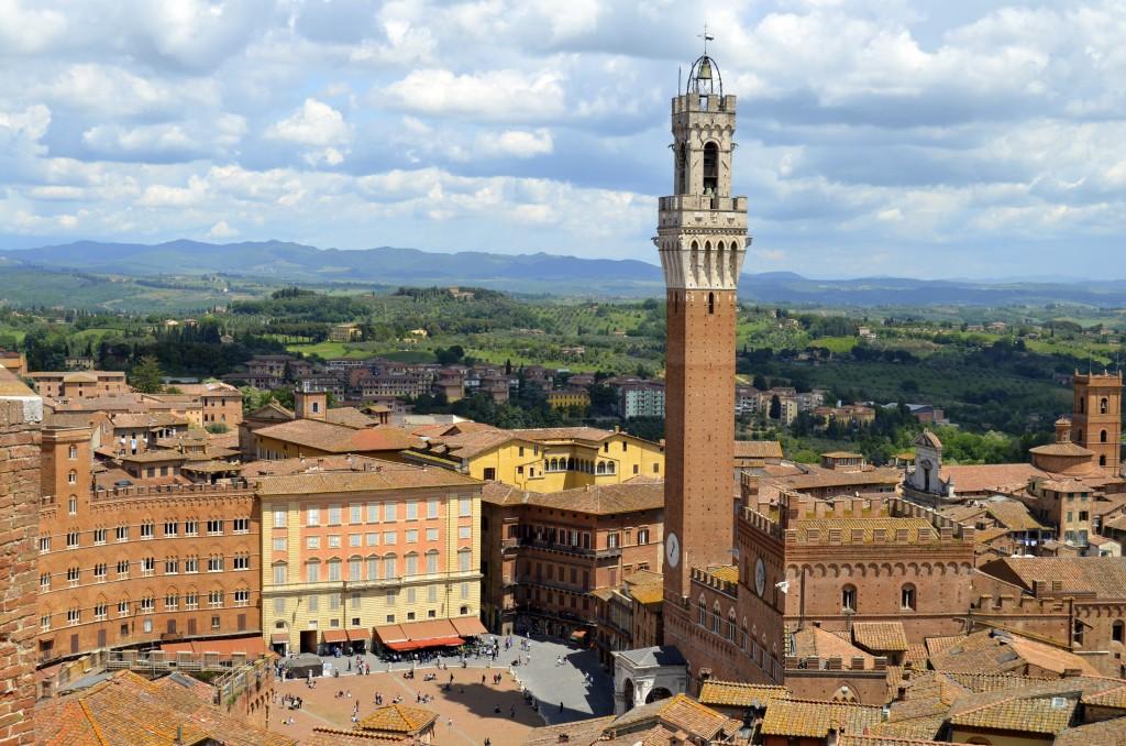 Siena, Tuscany, Italy skyline