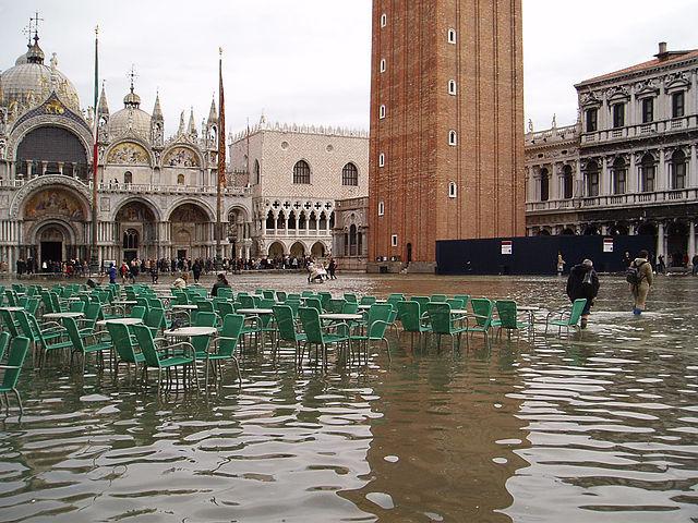 Acqua_alta_in_Piazza_San_Marco_venice