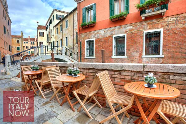 venice italy empty tables