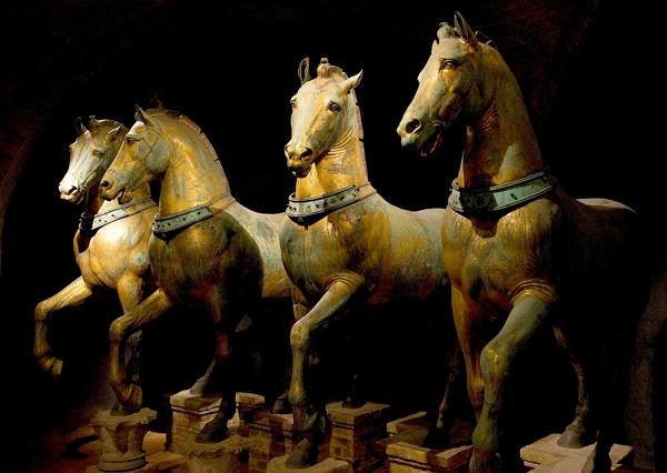 Horses_of_Basilica_San_Marco_triumphal_quadriga
