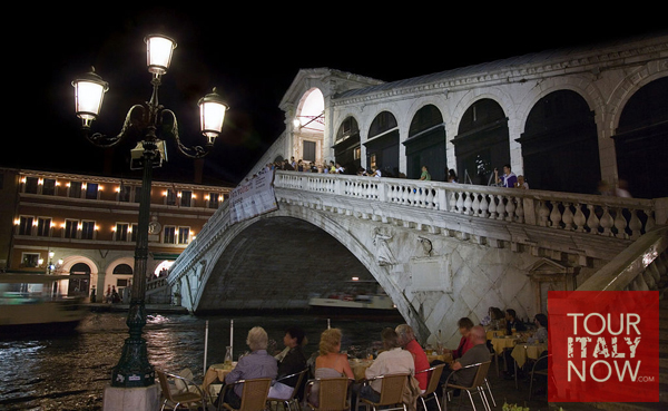 Ponte di Rialto bridge Venice Italy - coffee shop