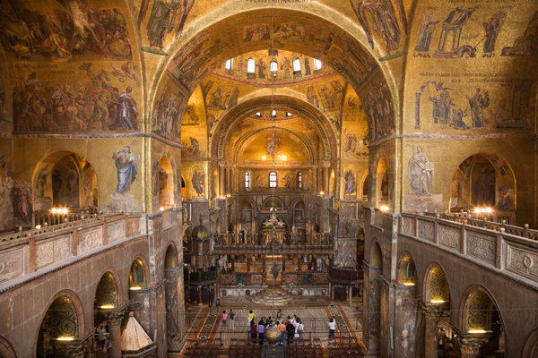 interior-of-cathedral-at-st-marks-basilica-venice-italy