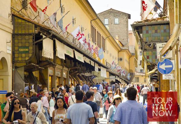 ponte vecchio bridge florence italy - tourists and shops