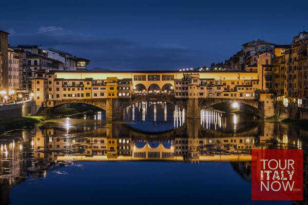 ponte vecchio bridge florence italy - view at night