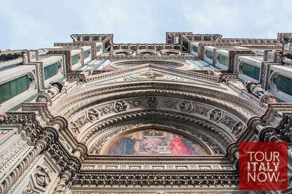 santa maria del fiore duomo florence italy - exterior archway fresco