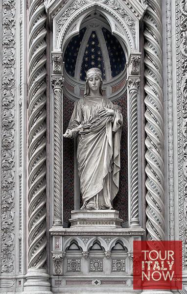 santa maria del fiore duomo florence italy - statue