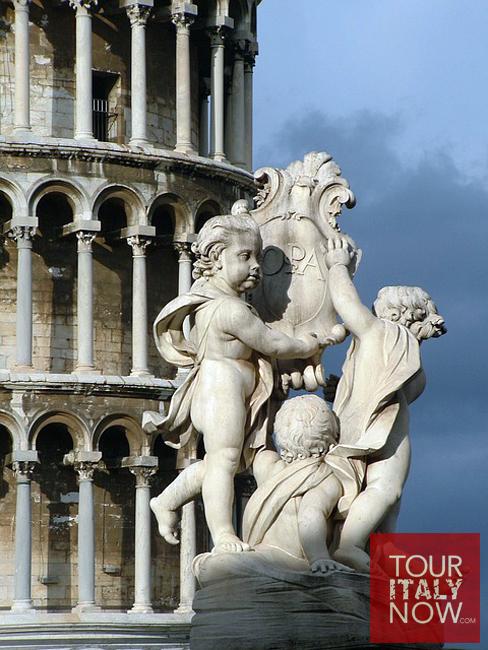 campo-dei-miracoli-pisa-italy-sculpture-detail