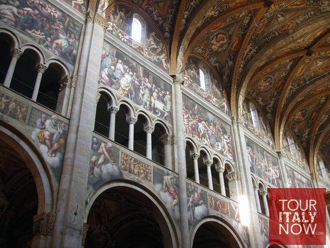 duomo-di-pisa-italy-cathedral-interior-ceiling-detail