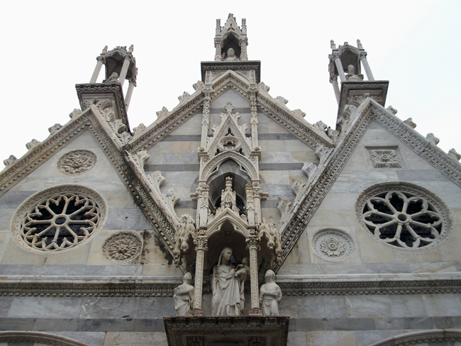 pisa-italy-travel-guide-santa-maria-della-spina-exterior-decoration