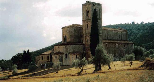 siena-italy-travel-guide-montalcino-Abbazia_di_Sant-Antimo