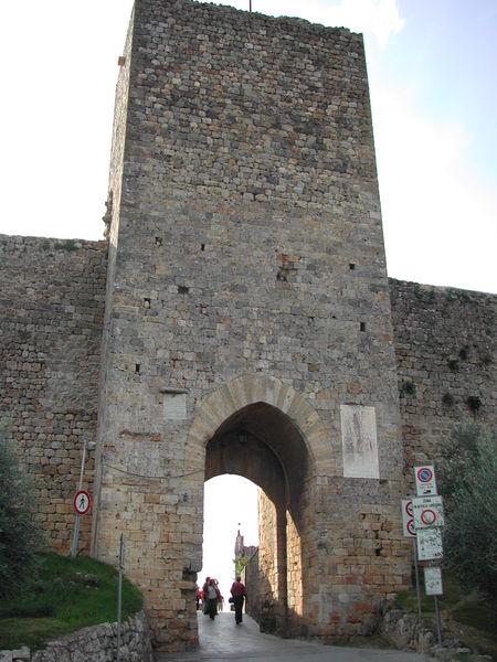 siena-italy-travel-guide-monteriggioni-Porta-Franca