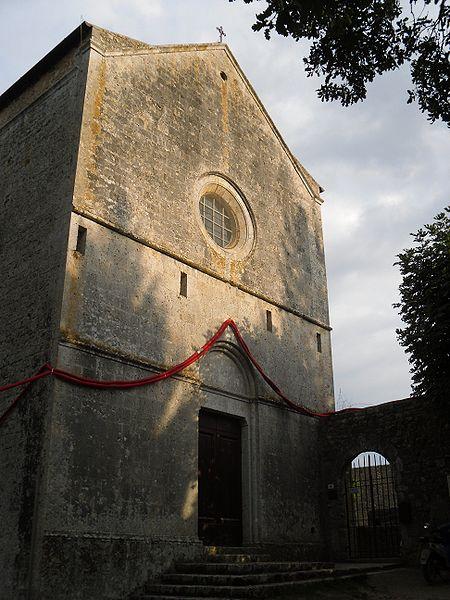 siena-italy-travel-guide-monteriggioni-San_Leonardo_al_Lago