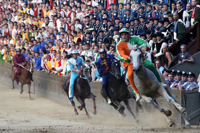 siena-italy-travel-guide-palio-race