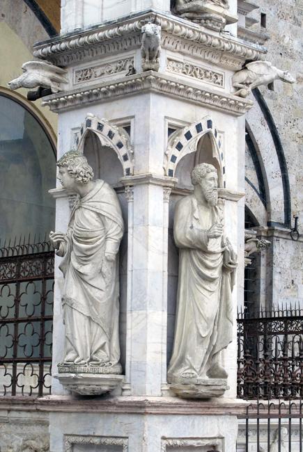siena-italy-travel-guide-piazza-del-campo-capella-di-piazza