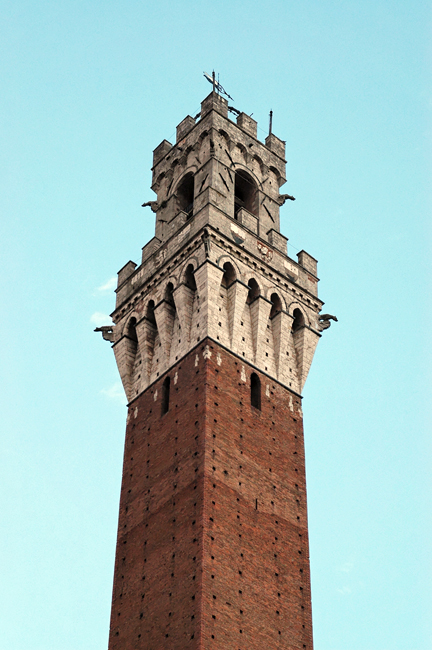 siena-italy-travel-guide-piazza-del-campo-torre_del_mangia-detail