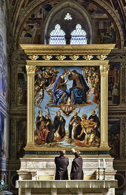siena-italy-travel-guide-san-gimignano-main-altar-Sant-Agostino