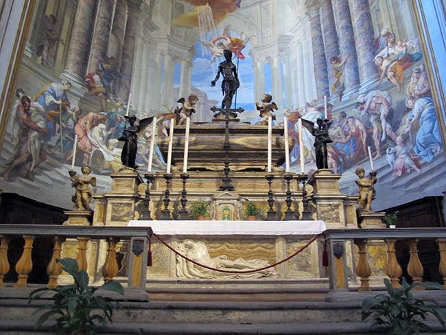 siena-italy-travel-guide-santa-maria-della-scala-Santissima-Annunziata-altar