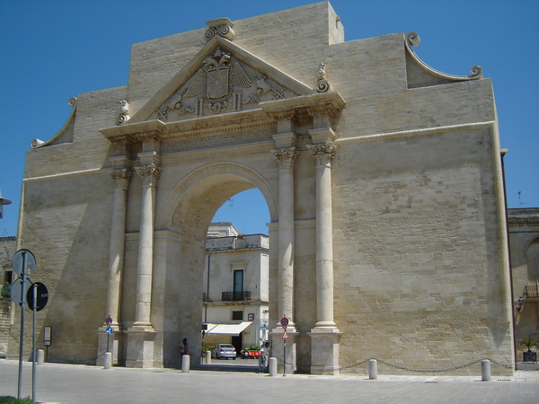 lecce-italy-porta-napoli-triumphal-arch