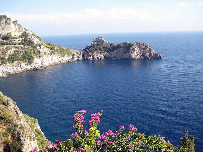 italy-travel-guide-amalfi-coast-amalfi-bay