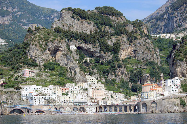 italy-travel-guide-amalfi-coast-atrani-view2
