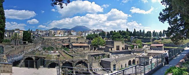 italy-travel-guide-amalfi-coast-herculaneum-panorama