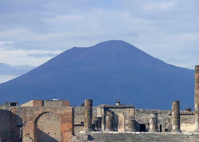 italy-travel-guide-amalfi-coast-pompeii-vesuvius