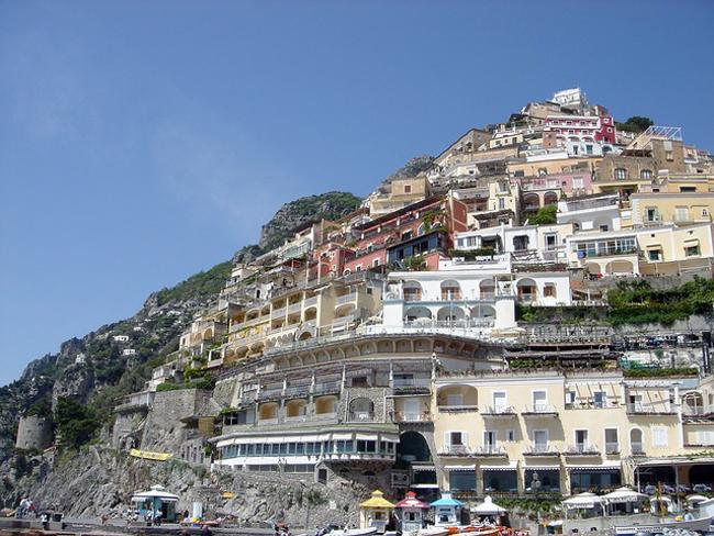 italy-travel-guide-amalfi-coast-positano-view