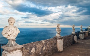 italy-travel-guide-amalfi-coast-ravello-Villa_Cimbrone_terrace-of-infinity