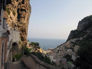 italy-travel-guide-amalfi-coast-ravello-path