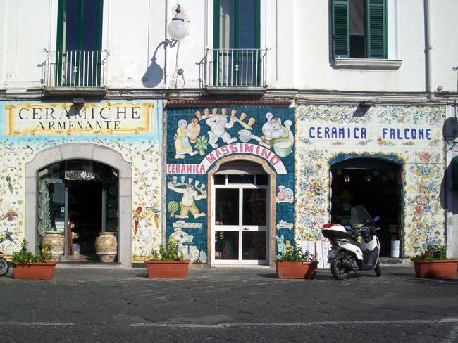 italy-travel-guide-amalfi-coast-vietri-sul-mare-store