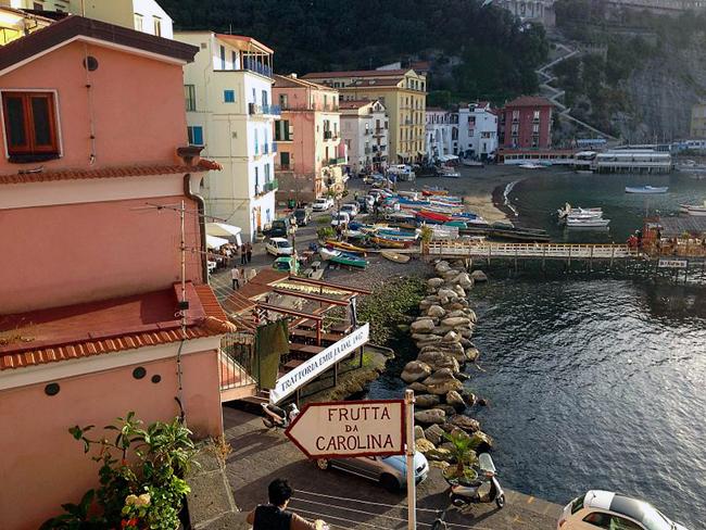 italy_travel_guide_amalfi_coast_sorrento_marina_grande