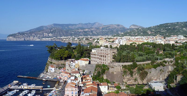italy_travel_guide_amalfi_coast_sorrento_view