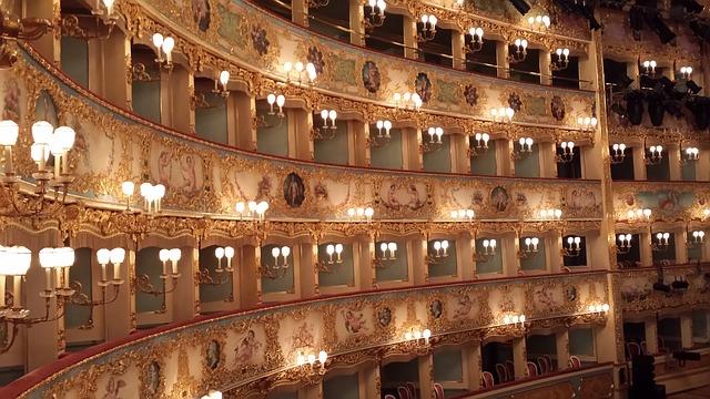 Opera Show, Italy