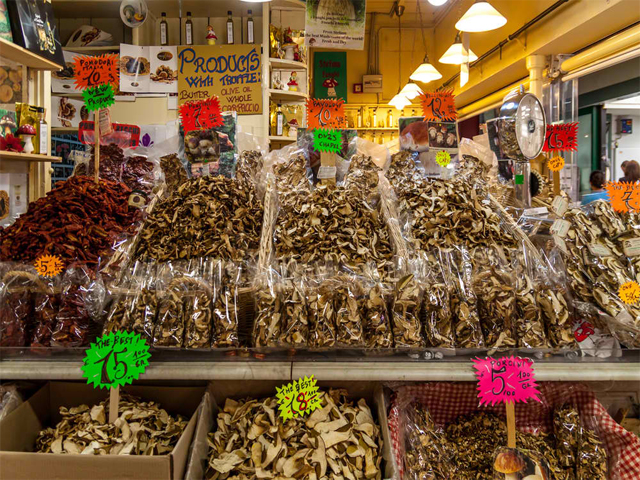 Mushroom shop in Central Market Florence