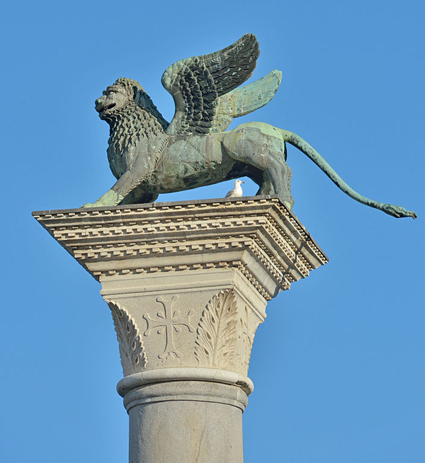 The_lion_of_San_Mark_on_Piazzetta_San_Marco_Venice