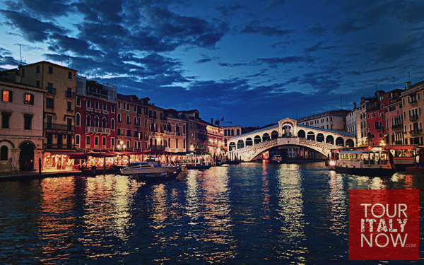 Ponte di Rialto bridge Venice Italy - at night