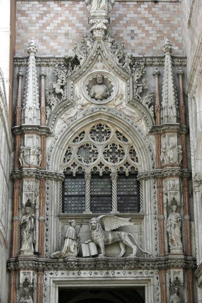 Venice_-_Doge's_Palace_-_Porta_della_Carta