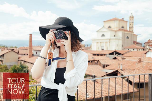 italy-autumn-fashion-tourist-photographer