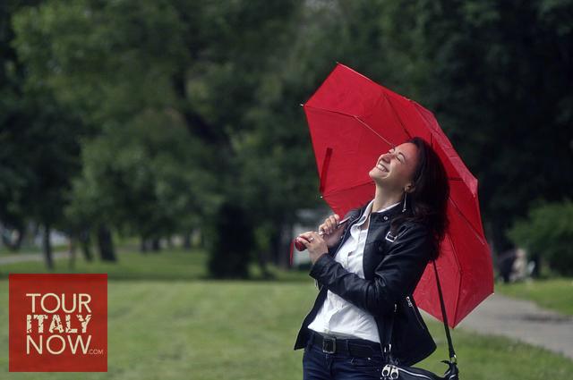 italy-autumn-fashion-umbrella