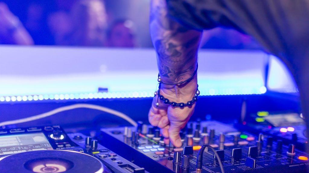 Nightlife DJ Music Italy| Tour Italy Now