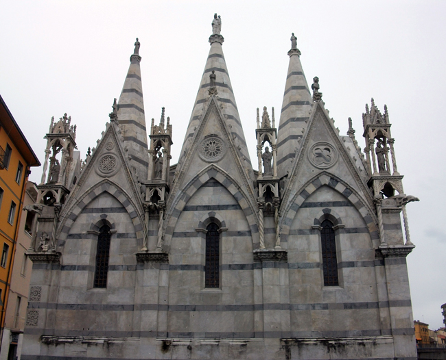 Part_posterior_de_l'església_de_Santa_Maria_della_Spina,_Pisa