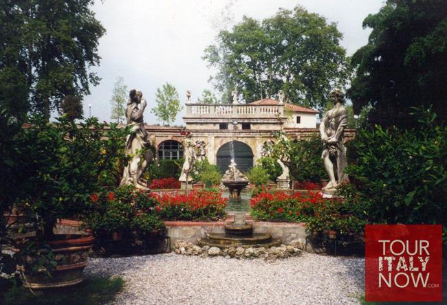 boboli-gardens-florence-italy-fountain-sculptures