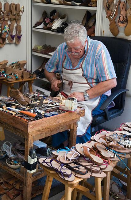 oltrarno-florence-italy-shoemaker-leatherwork