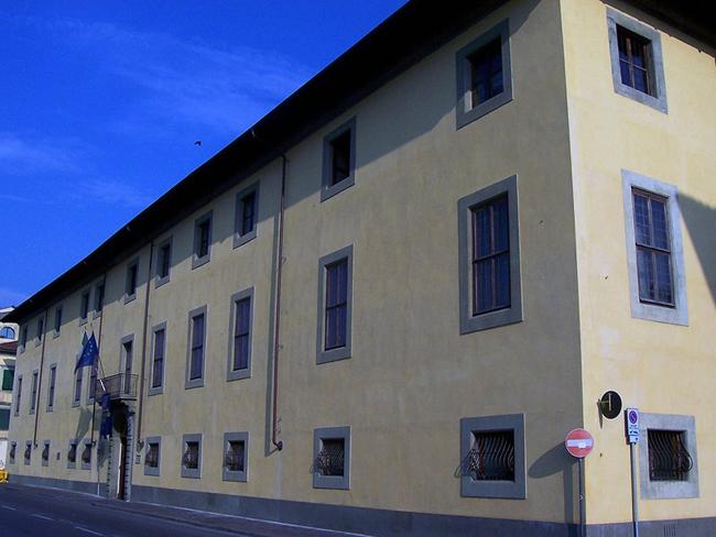 palazzo-reale-pisa-italy-building-exterior-facade