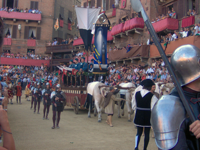 siena-italy-travel-guide-palio-parade-pageant