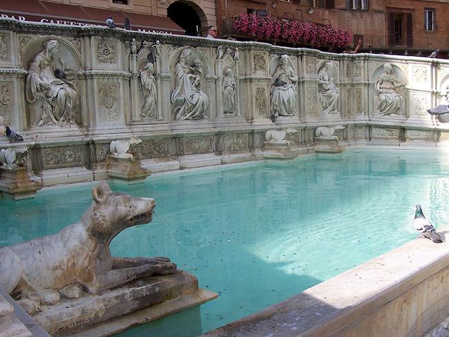 siena-italy-travel-guide-piazza-del-campo-Fonte-Gaia