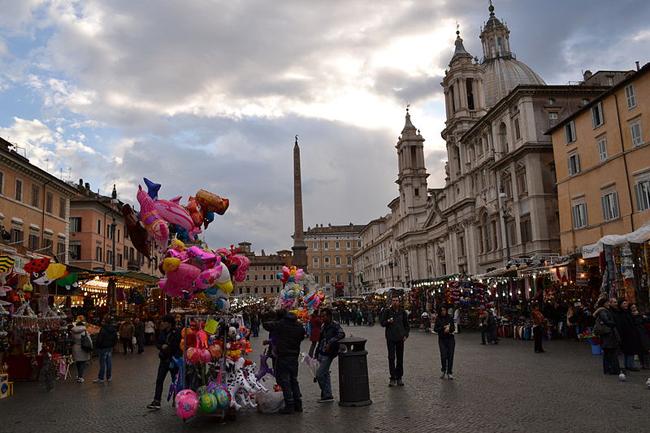 christmas-market-italy-piazza-navona-rome